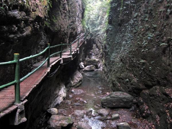 Black Valley Gorge, Guizhou Rift Valley, Chongqing, April 2013