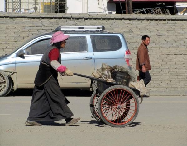 Charcoal seller, Daochen, Yunnan Province, China, May 2013