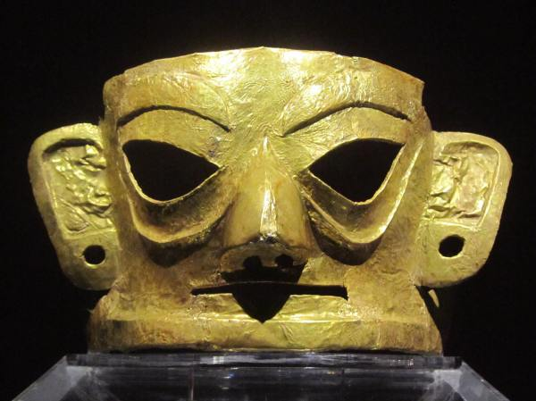 Gold Mask of the Jinsha culture (1200–650 BCE) site Museum, Chengdu China.