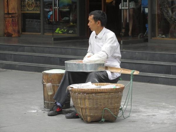 Street sweet maker, Chongqing, China, June 2013