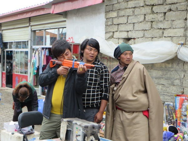 Street entertainment, Sirtar, Sichuan Province,  China, September 2014