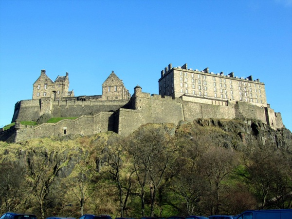 Edinburgh Castle, blue sky, 26 Feb 2013