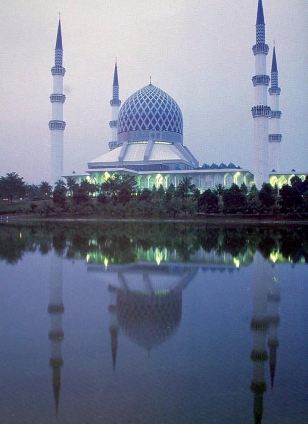 Selangor State Mosque, Kuala Lumpur, Malaysia. December 2002