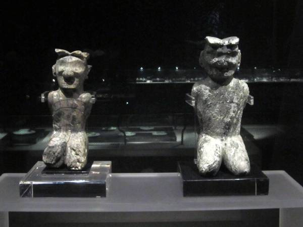 Kneeling figues, The Ritual House, Jinsha Site Museum