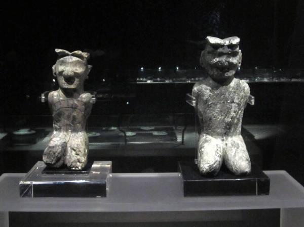 Kneeling figues, The Ritual House, Jinsha Site Museum