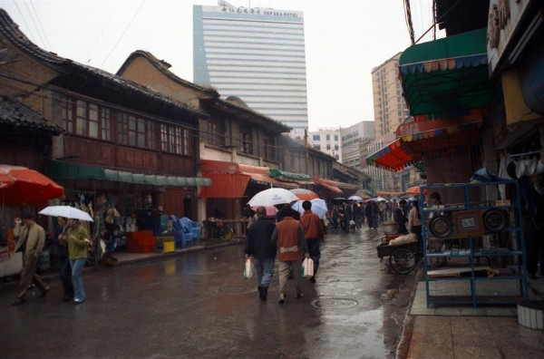 Kunming, Yunnan Province, it was still raining.