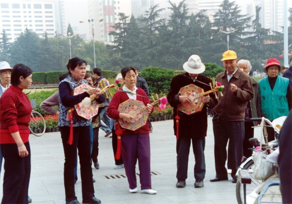 Kunming,  Dongfeng Square entertainment.
