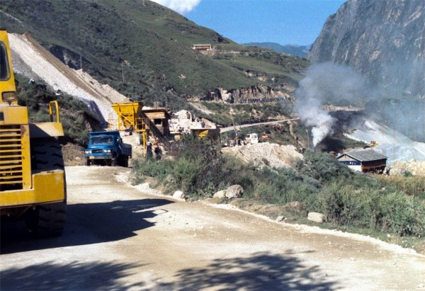 Tiger Leaping Gorge - building the road