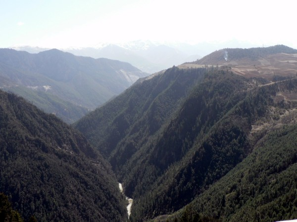 The road from Tiger Leaping Gorge to Zhongdian