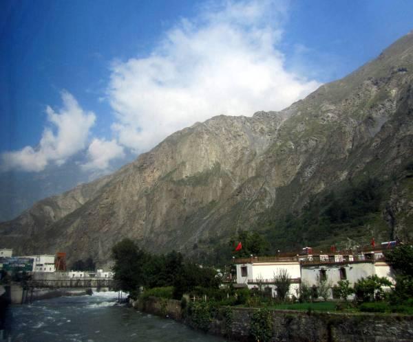 The road to Maerkang