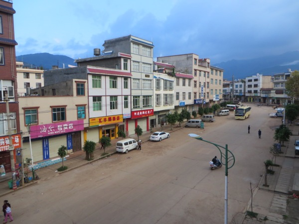 Early morning Keduzhen main street.