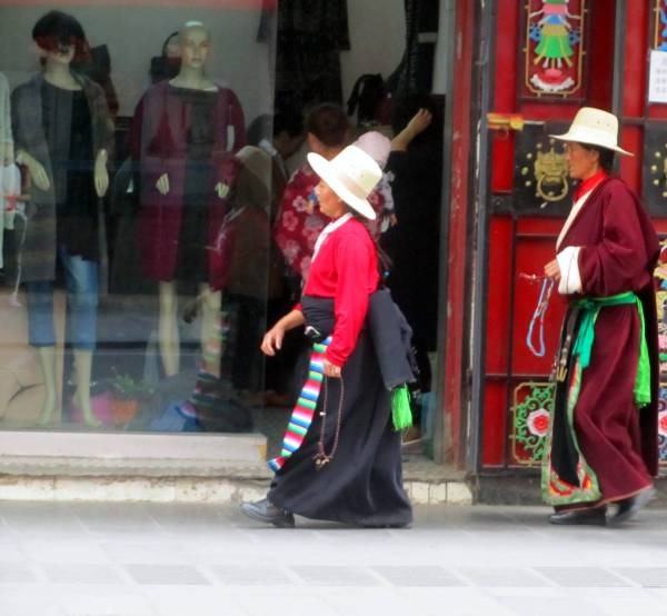 Contrasting styles,  Maerkang, Sichuan, China, September 2014